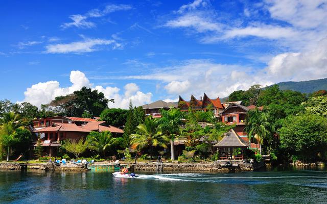 tempat wisata di medan - danau toba pulau samosir