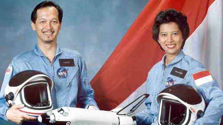 Astronot perempuan
